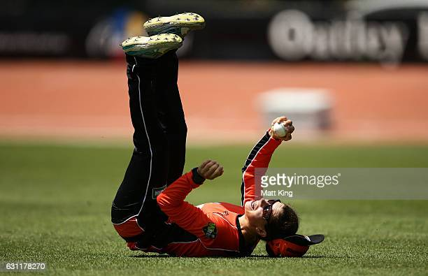 Nicole Bolton of the Scorchers takes a catch to dismiss Alyssa Healy of the Sixers during the Women's Big Bash League match between the Perth...