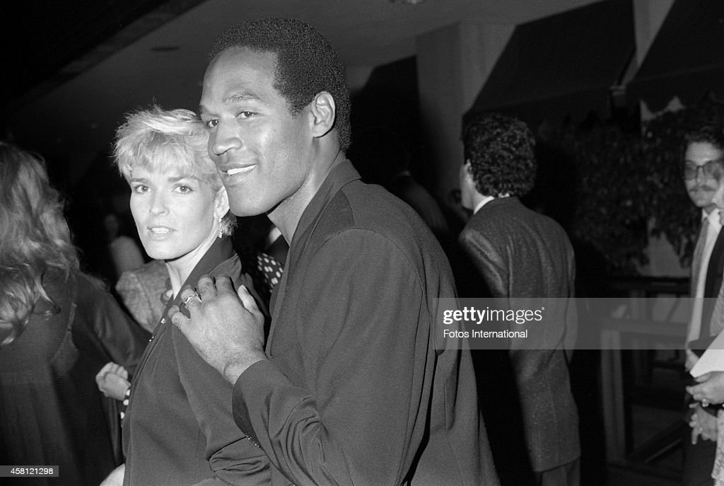 Nicole Brown Simpson and O.J. Simpson attend the movie premiere of 'Ishtar' on May 13, 1987 in Century City, California.