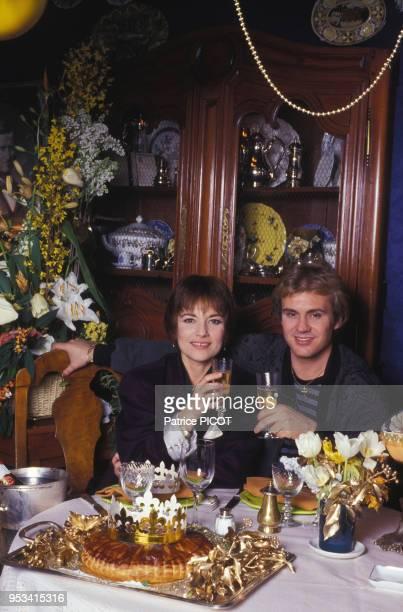 Nicole Calfan et François Valéry chez eux à Paris en décembre 1990, France.