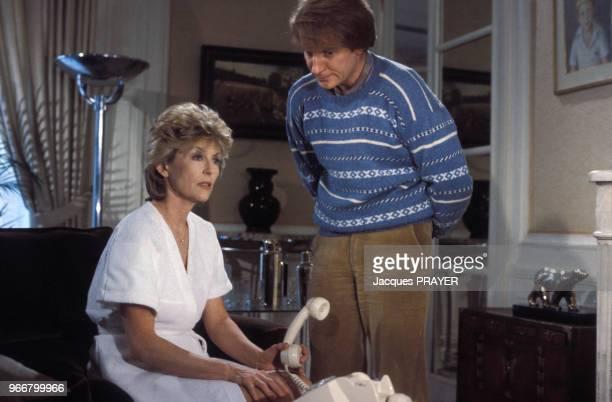 Nicole Courcel et André Dussollier lors du tournage de la série télévisée 'Allô Béatrice' de Jacques Besnard le 27 février 1984 en France