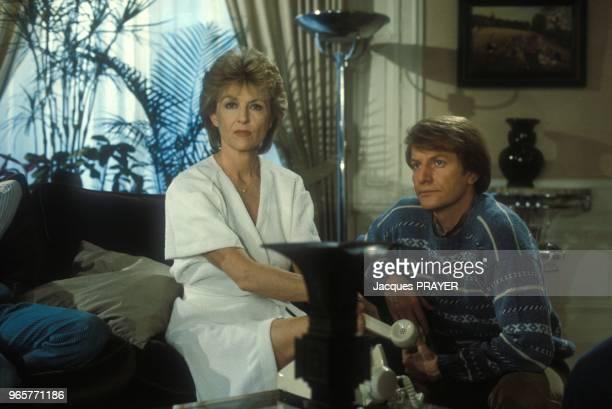 Nicole Courcel et Andre Dussollier sur sur le plateau de la serie televisee 'Allo Beatrice' le 27 fevrier 1984 a Paris France