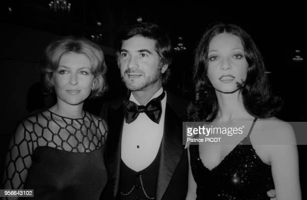 Nicole Courcel JeanClaude Brialy et Eva Swann au bal du Grand Prix lors du Festival de Deauville le 3 septembre 1975 France
