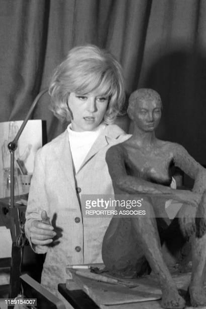 Nicole Courcel lors du tournage du film 'Nick Carter et le trèfle rouge' réalisé par JeanPaul Savignac le 22 juin 1965 France