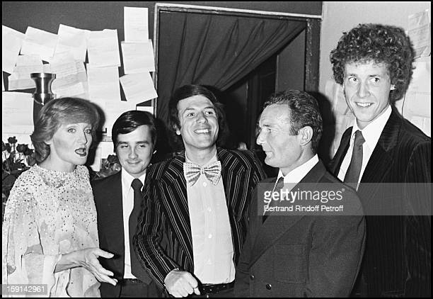 Nicole Croisille in her dressing room with Thierry Le Luron, Salvatore Adamo, Eric Tabarly and Guy Drut, following her Premiere at the Olympia Music...