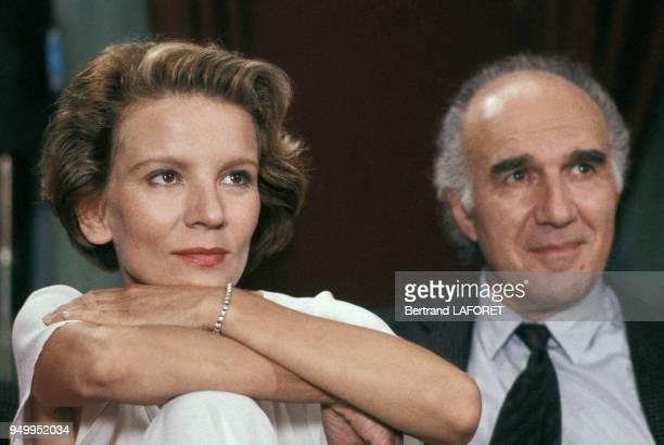 Nicole Garcia et Michel Piccoli lors du tournage du film 'Péril en la demeure' réalisé par Michel Deville en octobre 1984 en France