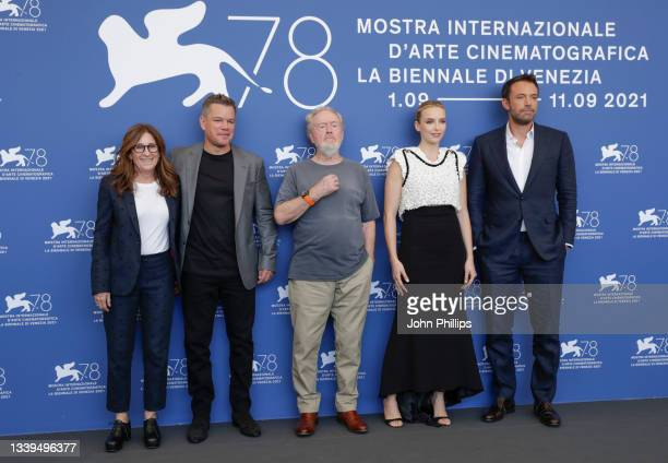 """Nicole Holofcener, Matt Damon, Ridley Scott, Jodie Comer and Ben Affleck attend the photocall of 20th Century Studios' movie """"The Last Duel"""" during..."""