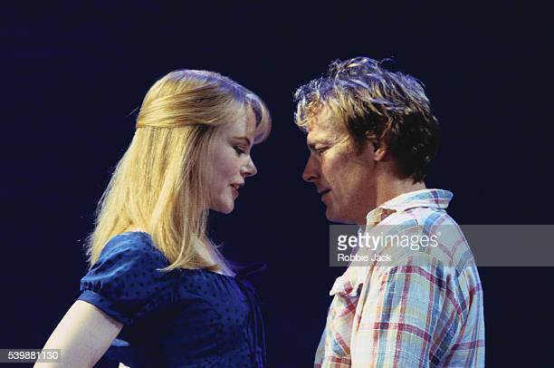 nicole kidman and iain glen on stage in the blue room at the donmar warehouse - robbie jack stockfoto's en -beelden