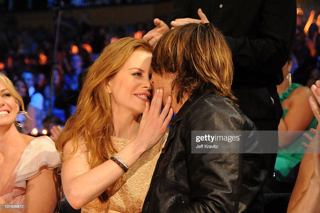 2010 CMT Music Awards - Backstage And Audience : News Photo