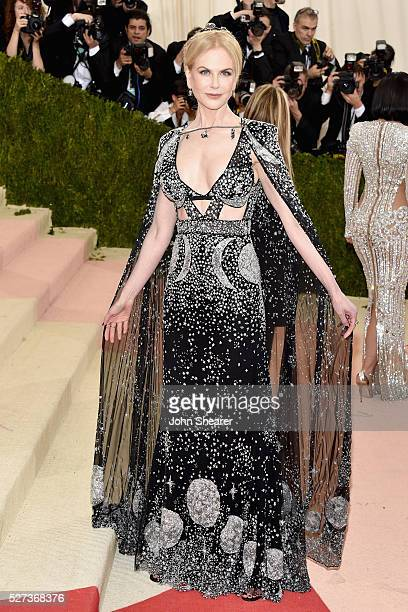 """Nicole Kidman attends the """"Manus x Machina: Fashion In An Age Of Technology"""" Costume Institute Gala at Metropolitan Museum of Art on May 2, 2016 in..."""