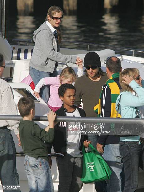 Nicole Kidman marries Keith Urban Keith Urban disemarks the boat he spent the afternoon on with friends and family ahead of his wedding to Nicole on...