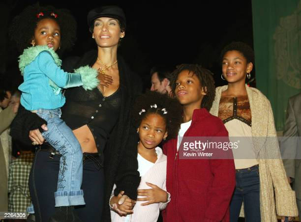 Nicole Murphy and children at the Los Angeles premiere of Harry Potter and the Chamber of Secrets at the Village Theatre Thursday Nov 14 2002 Photo...