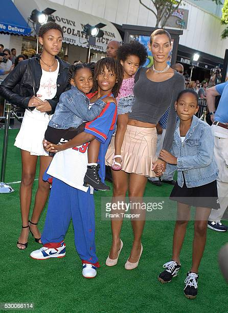 Nicole Murphy and her children arrive at the premiere of the computeranimated comedy Shrek 2