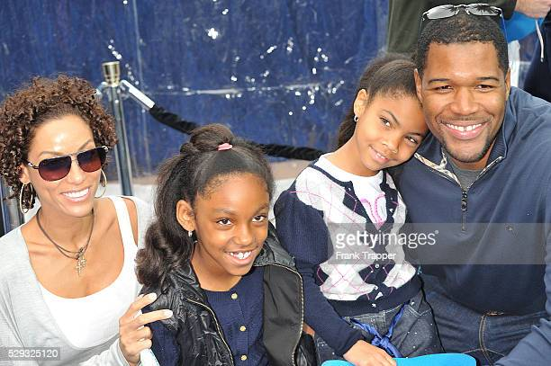 """Nicole Murphy and her children arrive with Michael Strahan at the premiere of """"Monsters vs. Aliens"""", held at Gibson Amphitheatre in Universal City."""