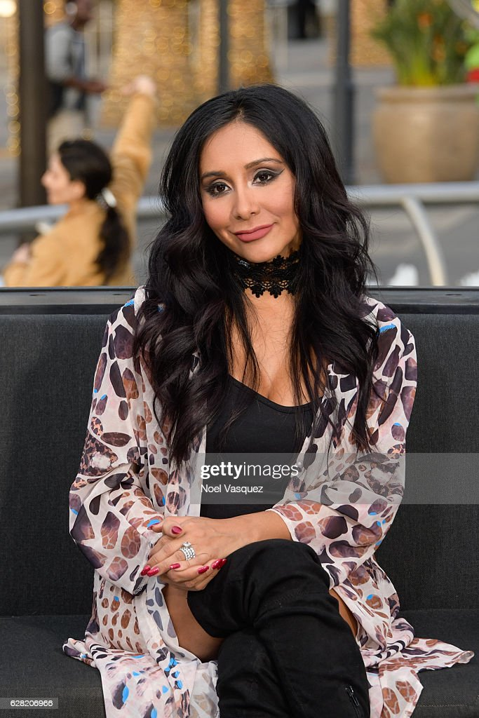Nicole Polizzi visits 'Extra' at Universal Studios Hollywood on December 6, 2016 in Universal City, California.