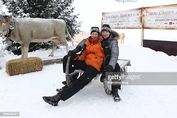 Nicole Prommer Und Heiko Ruprecht Vor Dem 2 Promi Schlittenhunderennen Tirol Cross Mountain In Kühtai