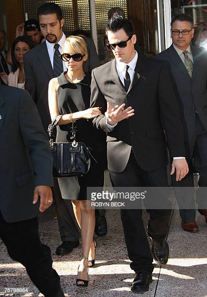 Nicole Richie and boyfriend Joel Madden leave court in Glendale, California, 27 July 2007 after Richie pleaded guilty to driving under the influence...