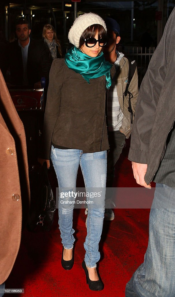Nicole Richie arrives at Sydney International Airport on June 16, 2010 in Sydney, Australia.