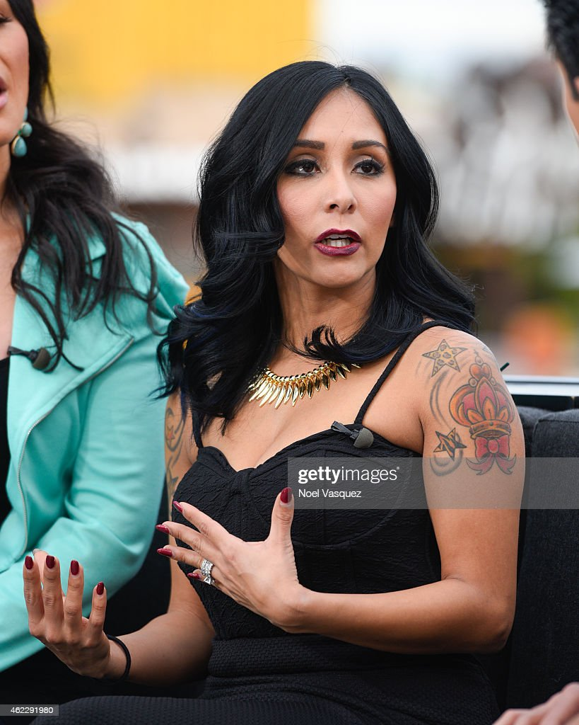Nicole 'Snooki' LaValle visits 'Extra' at Universal Studios Hollywood on January 26, 2015 in Universal City, California.