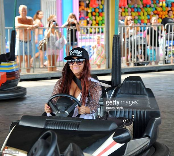 """Nicole """"Snooki"""" Polizzi filming on location for """"Jersey Shore"""" at Seaside Heights on August 8, 2010 in Seaside Heights, New Jersey."""