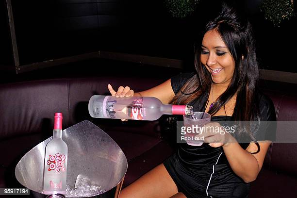 """Nicole """"Snooki"""" Polizzi from MTV's """"Jersey Shore"""" poses at Greenhouse on January 20, 2010 in New York, New York."""