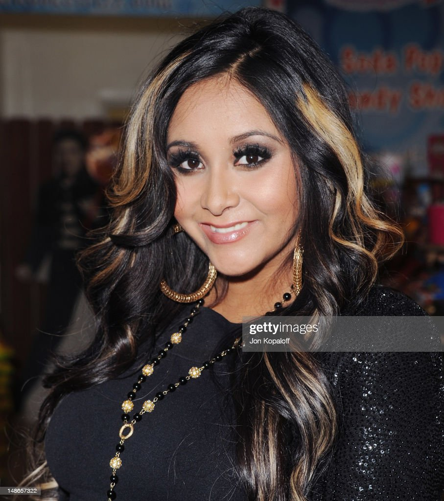 "Nicole ""Snooki"" Polizzi Launches Snooki's Wild Cherry Soda At Rocket Fizz Soda Pop And Candy Shop"