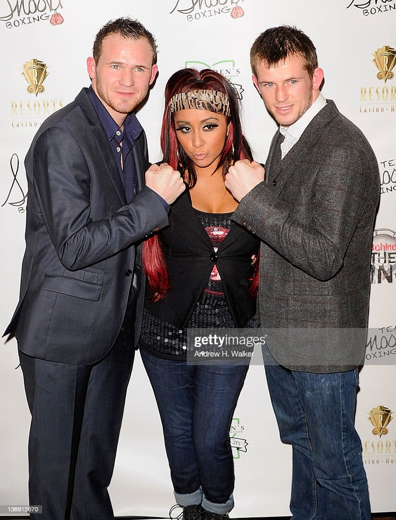 Nicole 'Snooki' Polizzi (center) poses with boxers Patrick Hyland (L) and Paul Hyland (R) at the Team Snooki Boxing press conference at McFadden's Saloon on January 12, 2012 in New York City.
