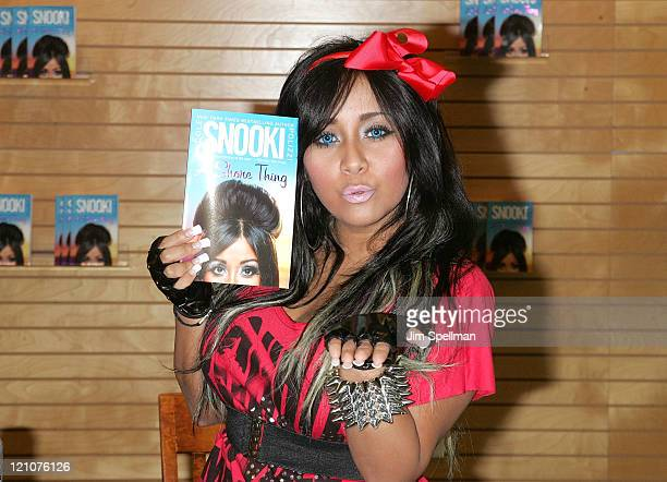 Nicole Snooki Polizzi promotes A Shore Thing at Barnes Noble Paramus on August 13 2011 in Paramus New Jersey