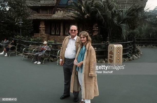 Nicole Vater Siegfried Hohloch privat am Rande vom Internationalen Liederfestival am im Disneyland in Tokio Japan