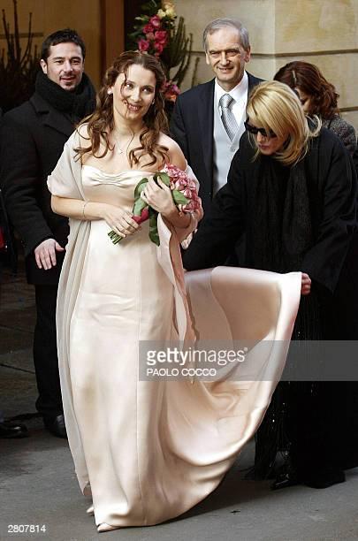 Nicoletta Mantovani arrives at Modena's main theatre to wed Italian famous tenor Luciano Pavarotti 13 December 2003 Pavarotti's native town gets set...