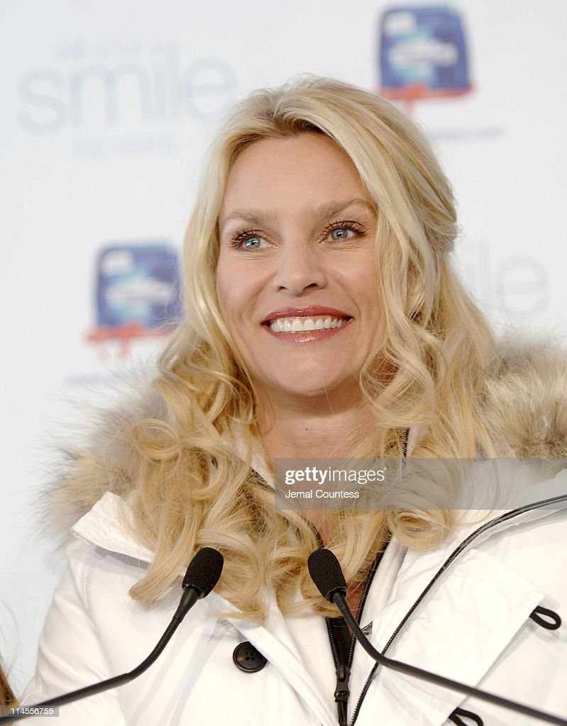 Nicollette Sheridan Kicks Off the Opening of the Crest WhiteStrips Premium's Old-Fashioned Photo Booth : News Photo