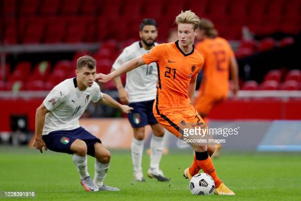 Nicolo Barella of Italy, Frenkie de Jong of Holland during the UEFA Nations league match between Holland v Italy at the Johan Cruijff ArenA on...