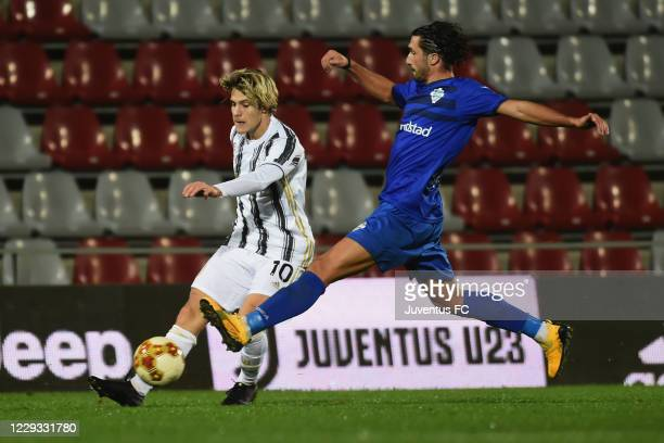 Nicolo Fgioli of Juventus U23 competes for the ball during the Serie C match between Juventus U23 and Como at Stadio Giuseppe Moccagatta on October...