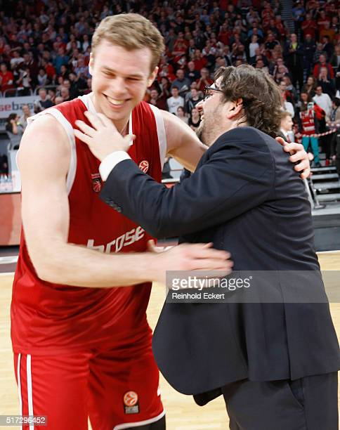 Nicolo Melli #4 and Andrea Trinchieri Head Coach of Brose Baskets Bamberg in action during the 20152016 Turkish Airlines Euroleague Basketball Top 16...