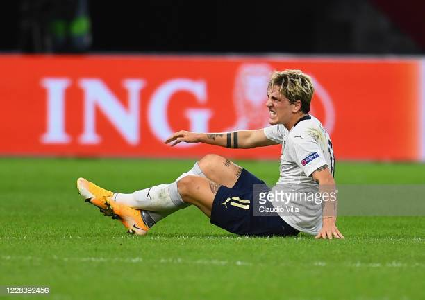 Nicolo Zaniolo of Italy reacts after injuring his leg during the UEFA Nations League group stage match between Netherlands and Italy at Johan Cruijff...