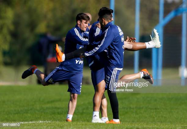 Nicolás Tagliafico and teammates warm up during a traning session as part of the preparation for the FIFA World Cup Russia at Julio Humberto Grondona...
