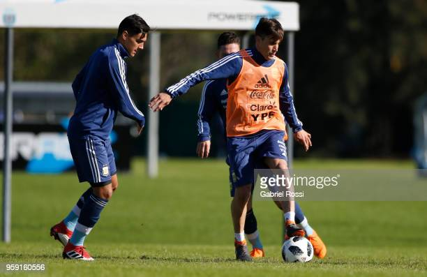 Nicolás Tagliafico of Argentina controls the ball during a traning session as part of the preparation for the FIFA World Cup Russia at Julio Humberto...