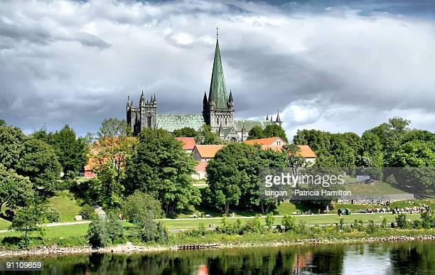 nidaros cathedral, trondheim - trondheim stock pictures, royalty-free photos & images