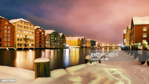 nidelva river at sunset in trondheim, norway. - トロンハイム ストックフォトと画像