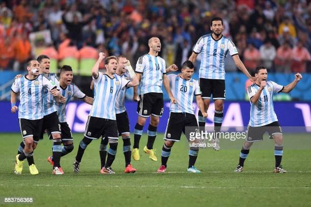 FUSSBALL Niederlande Argentinien Pablo Zabaleta Martin Demichelis Marcos Rojo Lucas Biglia Javier Mascherano Sergio Agueero Ezequiel Garay und Maxi...