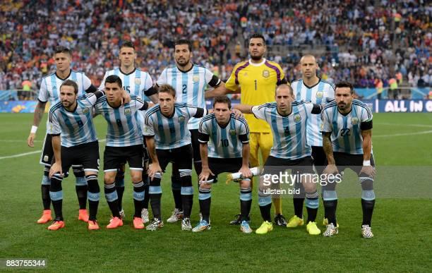 FUSSBALL Niederlande Argentinien Teamfoto Argentinien hintere Reihe von links Marcos Rojo Mart'n Demichelis Ezequiel Garay Torwart Sergio Romero und...