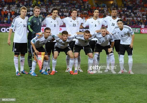 FUSSBALL EUROPAMEISTERSCHAFT Niederlande Deutschland Teamphoto Deutschland hintere Reihe von links Holger Badstuber Torwart Manuel Neuer Mats Hummels...