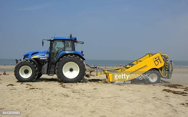 Niederlande Strandreinigung an der Nordsee Beachcleaner