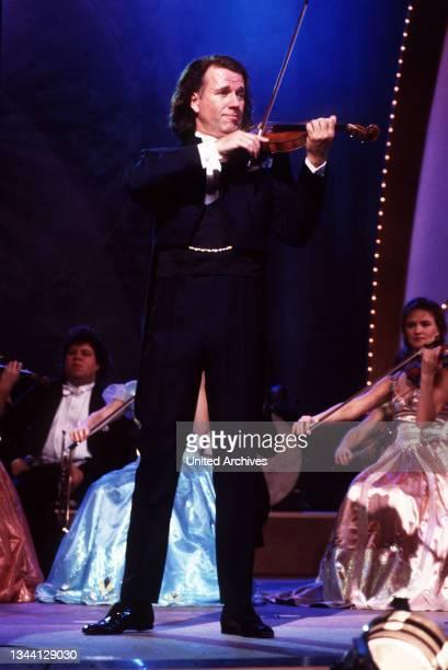 Niederländischer Violinist André Rieu ehrt den großen Johann Strauß mit einem ganz besonderen Musik-Special - den schönsten Melodien, gespielt vom...