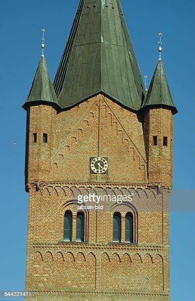 Niedersachsen WesterstedeKirchturm der StPetriKirche