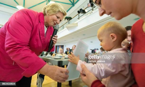 Niedersachsens Sozialministerin Cornelia Rundt spricht am in Oldenburg im Kulturzentrum PFL während der Übernahme ihrer Ehrenpatenschaft von...
