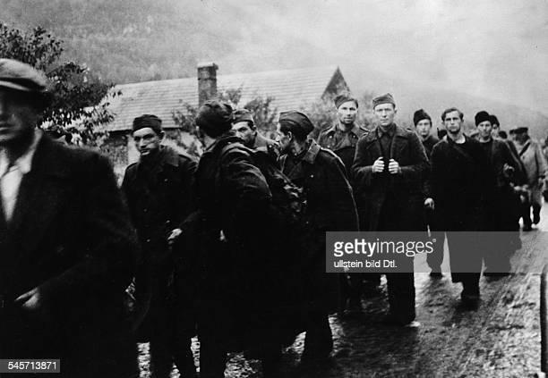 Niederschlagung des slowakischen AufstandsAufständische auf dem Weg in die Gefangenschaft Ende Oktober 1944