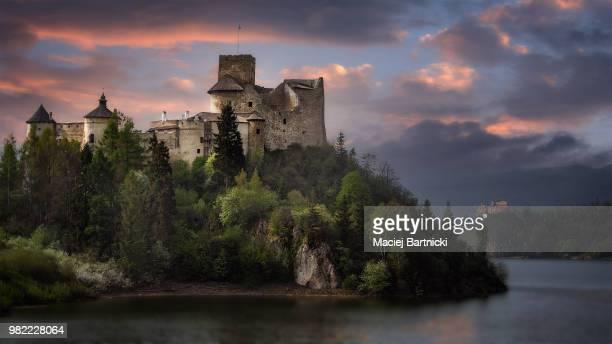 niedzica castle - castle stock-fotos und bilder