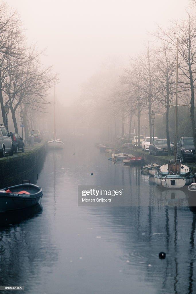 Nieuwendam and Venidse in fog : Stockfoto