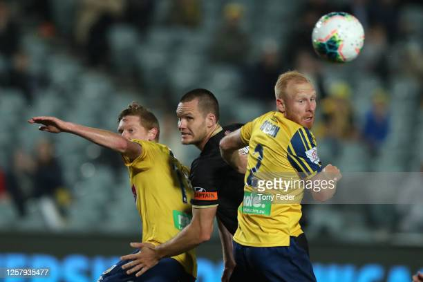Nigel Boogaard of the Newcastle Jets contests a header with Ian Zygmunt Gordon of the Central Coast Mariners during the round 25 A-League match...