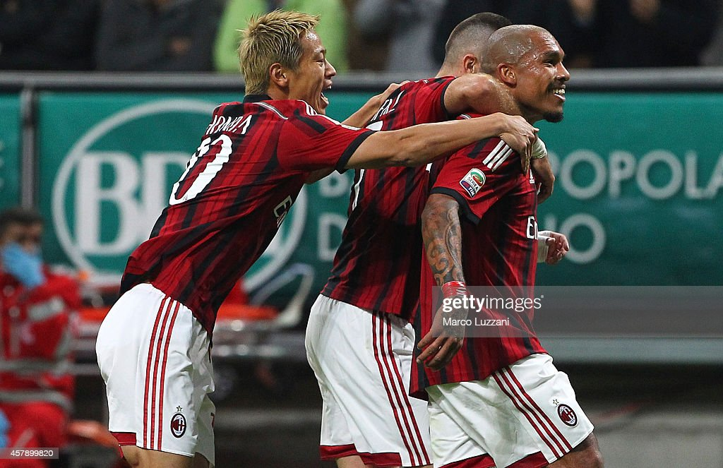 Nigel De Jong (R) of AC Milan celebrates with his team-mates Jeremy Menez (C) and Keisuke Honda (L) after scoring the opening goal during the Serie A match between AC Milan and ACF Fiorentina at Stadio Giuseppe Meazza on October 26, 2014 in Milan, Italy.